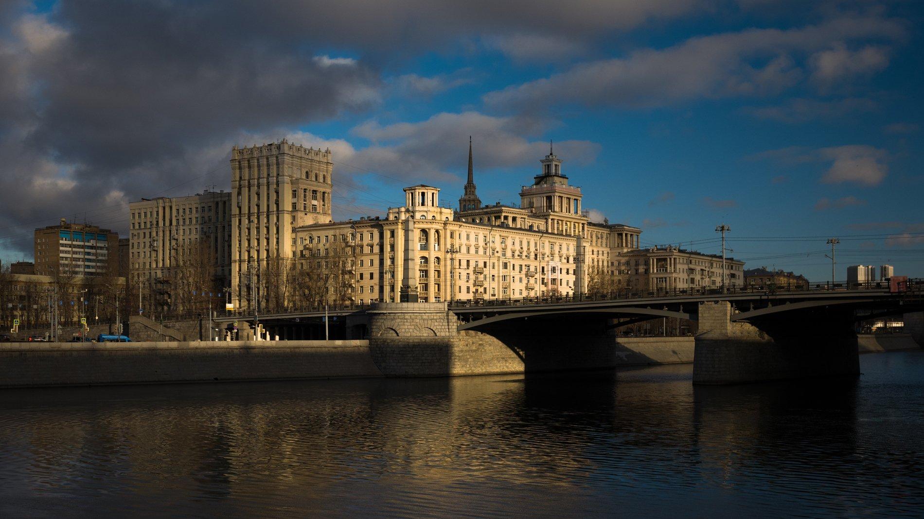 москва, город, река, мост, свет, дом нефтяников, набережная, Юрий Дегтярёв