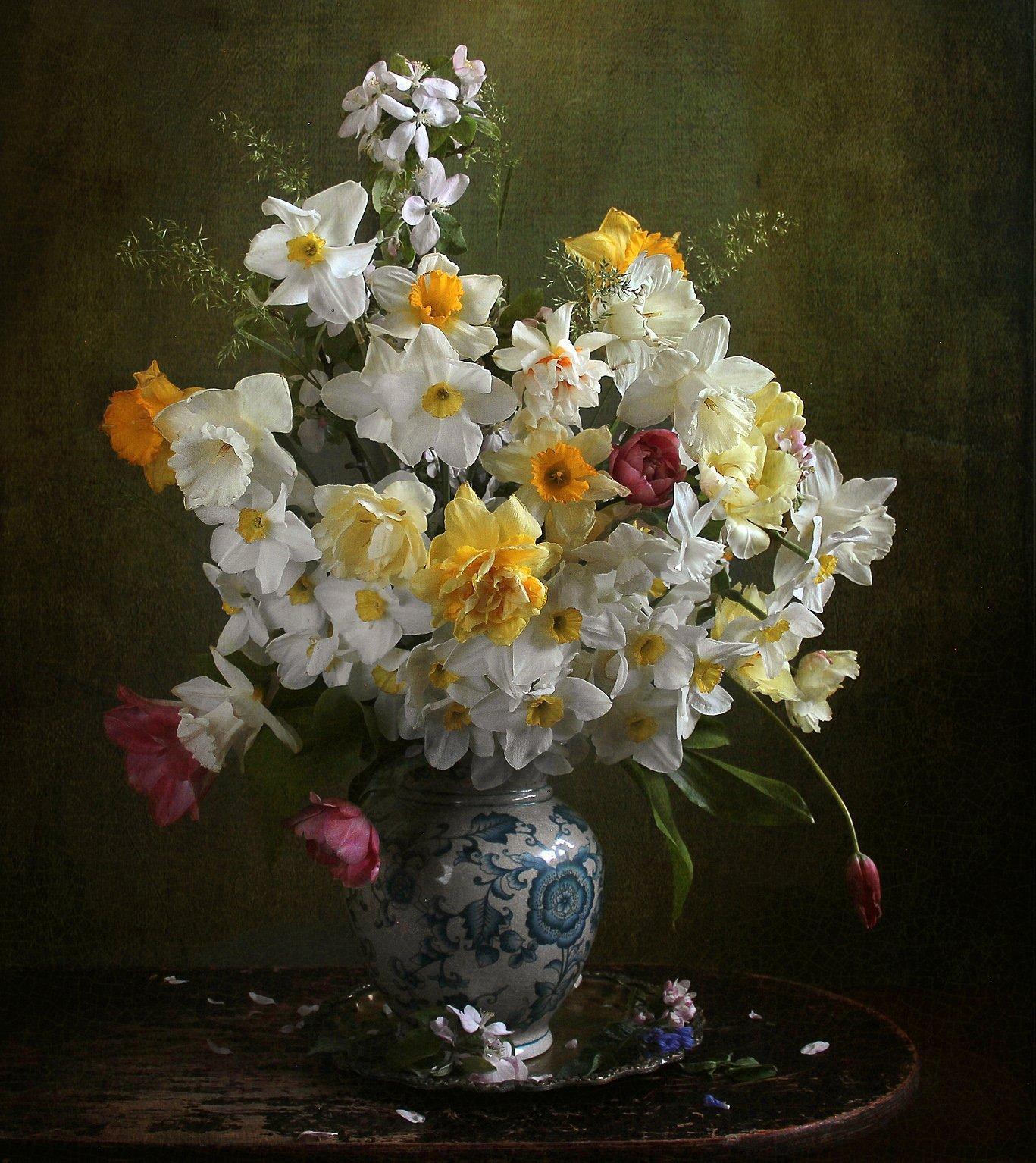Цветы, в каком-то солнечном свеченьи, и белые и жёлтые сплелись Филатова Марина