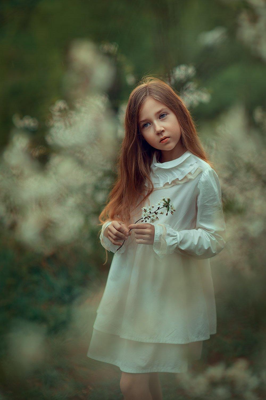 девочка, весенняя фотосессия, весна, лес, фотосессия на природе, детский фотограф, цветение, Катрин Белоцерковская
