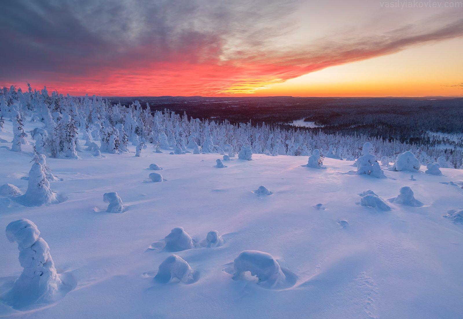 Огненный закат над Лапландией. Василий Яковлев