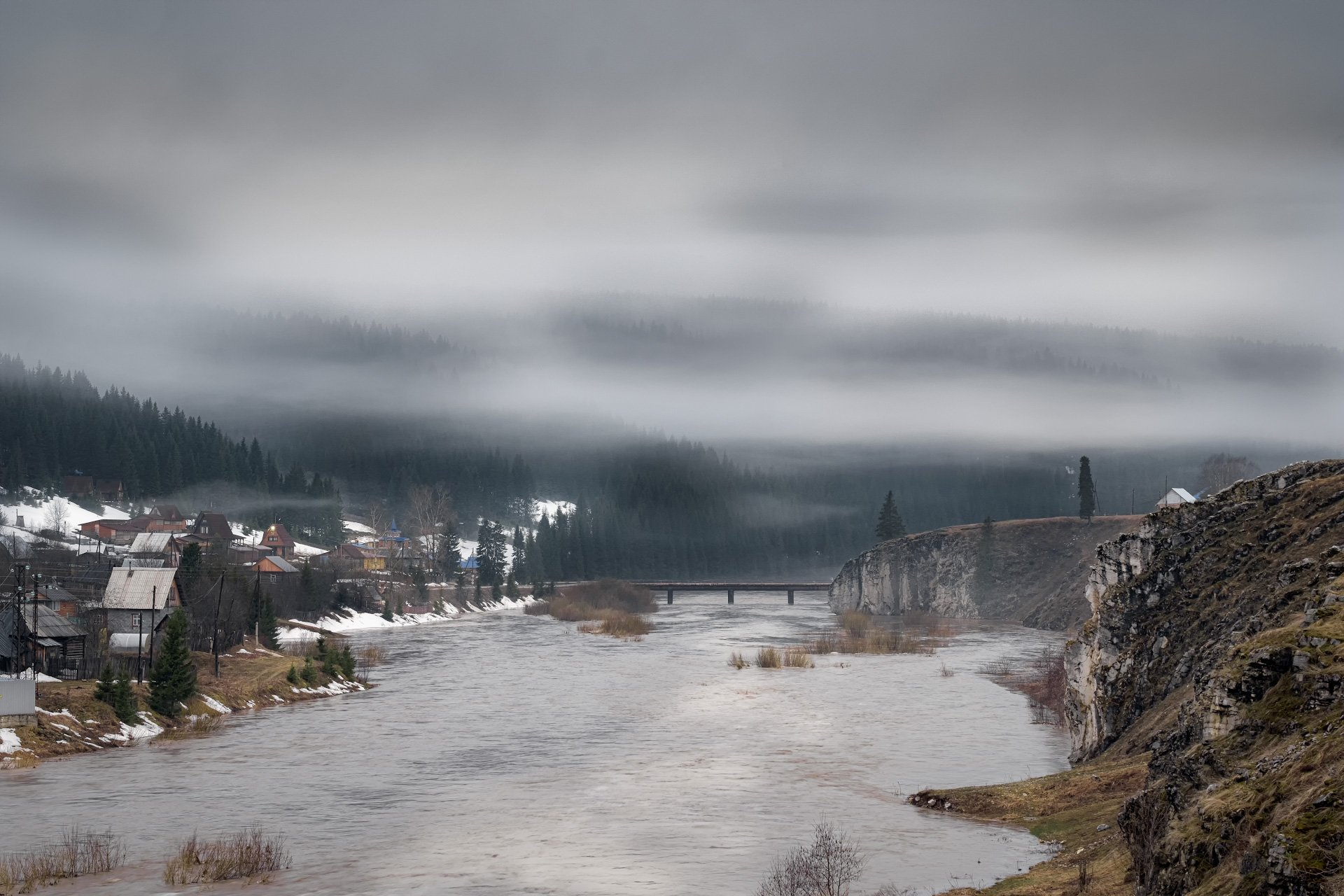 кусье-александровский, поселок, урал, пермский край, койва, река, утро, туман, облака, паводок, Андрей Чиж