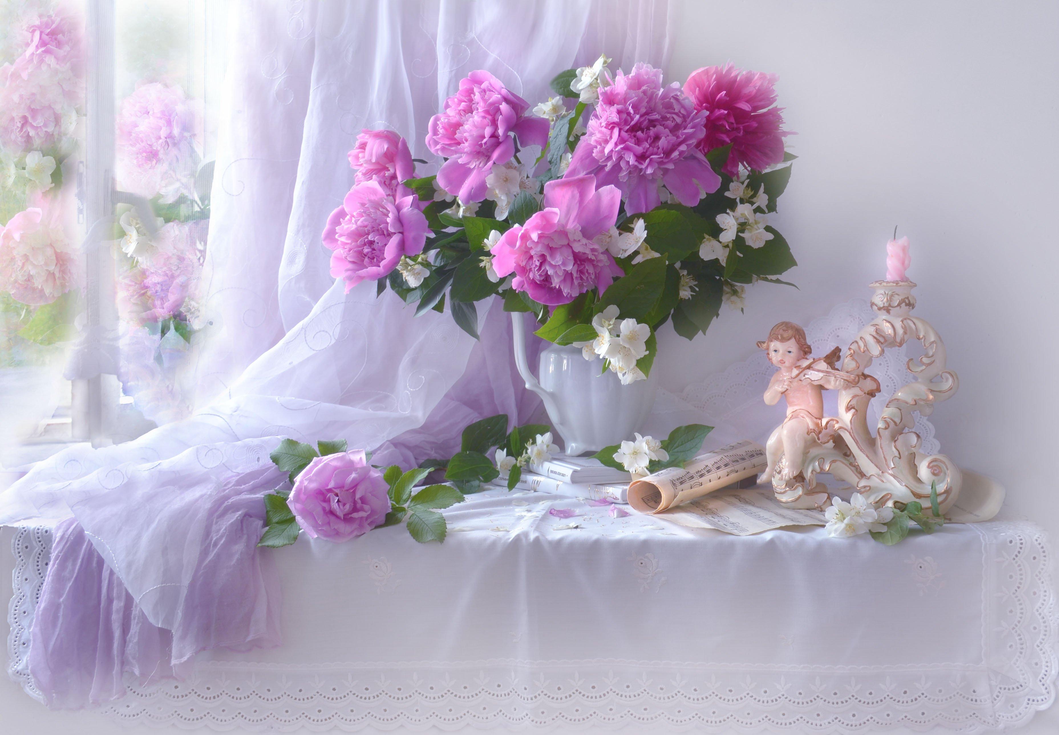 still life,натюрморт,цветы, фото натюрморт,  лето, июнь, пионы, жасмин, ноты, белые ночи, свеча, подсвечник, настроение,, Колова Валентина