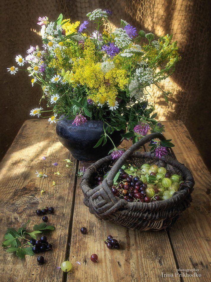 натюрморт, лето, деревенский, цветочный, винтажный, полевые цветы, старый чугунок, корзинка, ягоды, Ирина Приходько