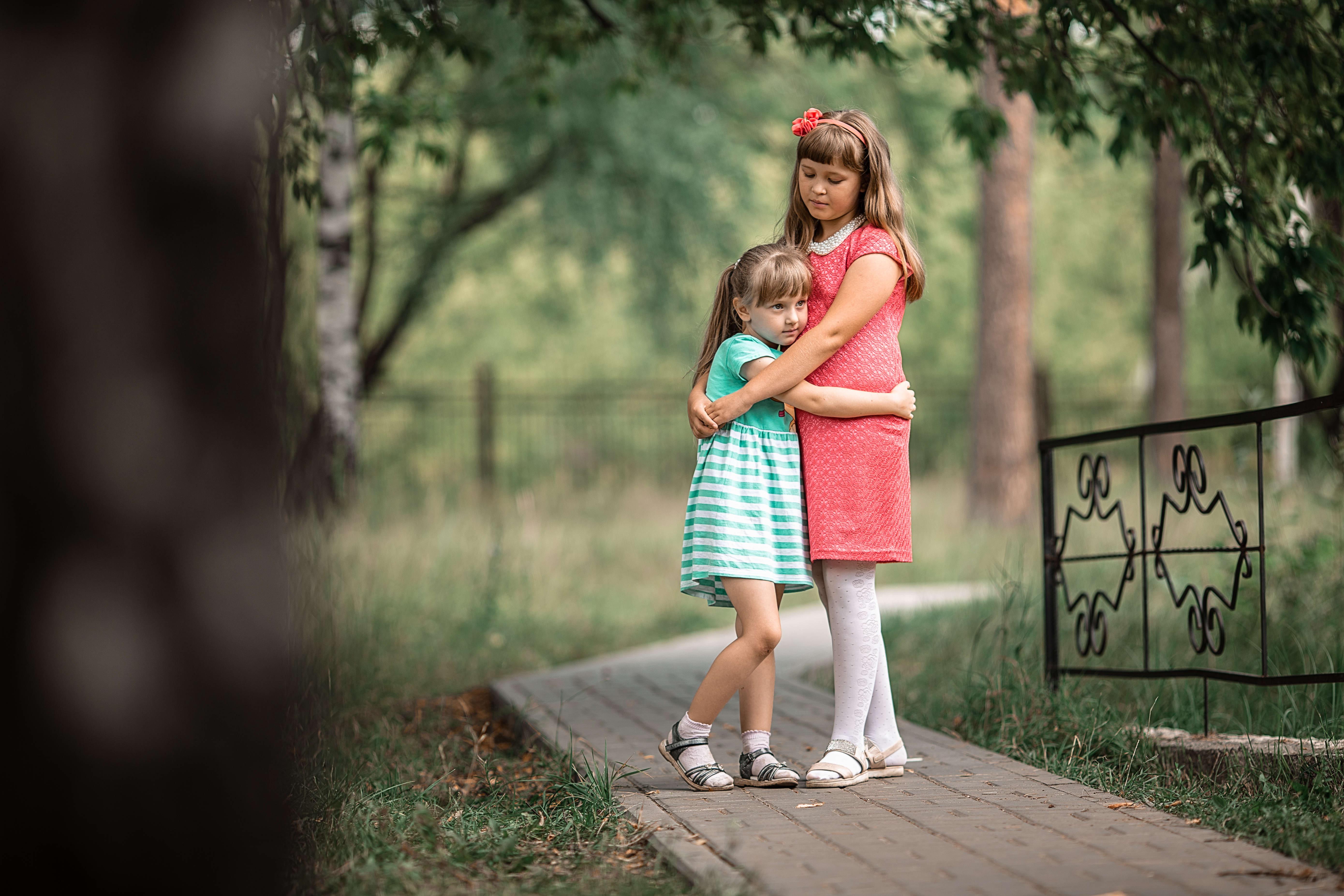 дети, сёстры, парк, прогулка, счастье, доброта, Васильев Владимир
