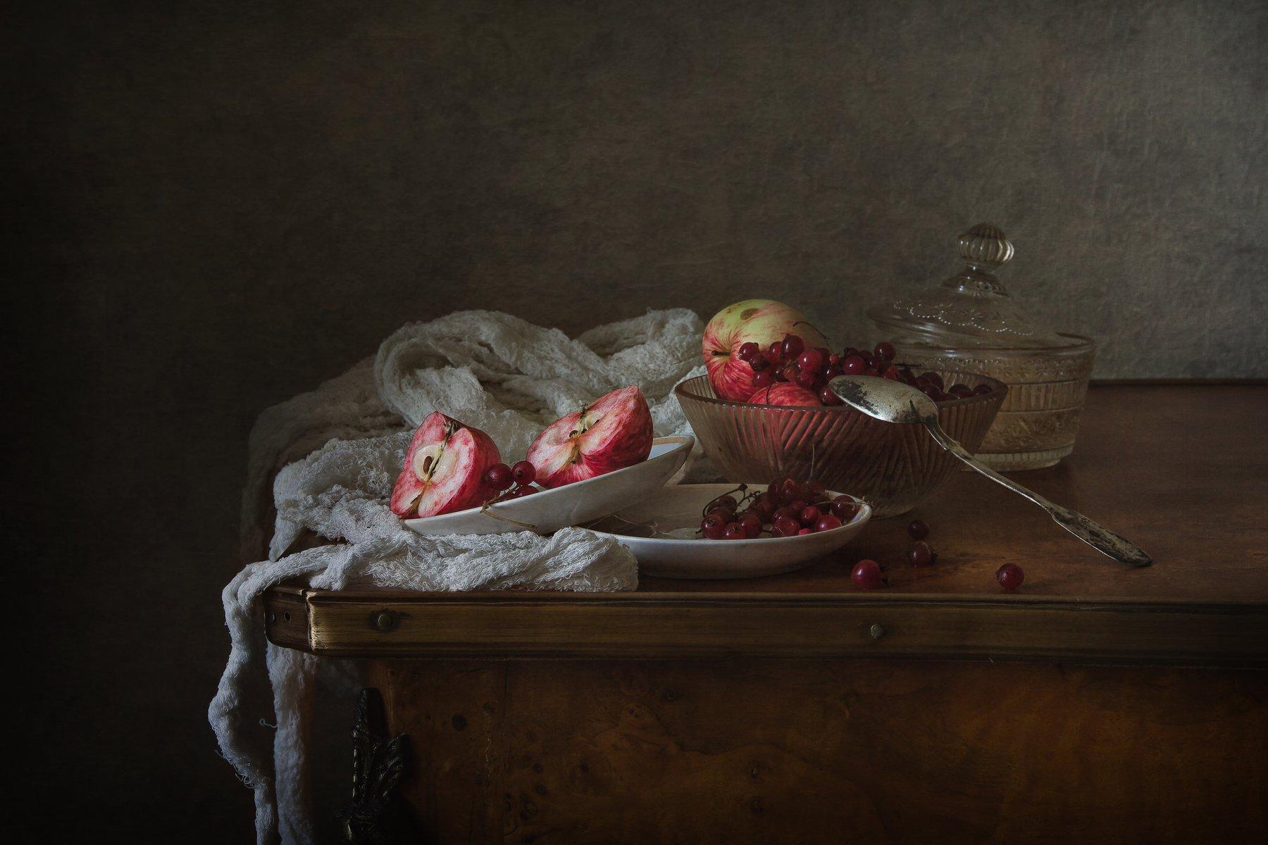 натюрморт, фарфор, яблоки, ягода, смородина, Анна Петина