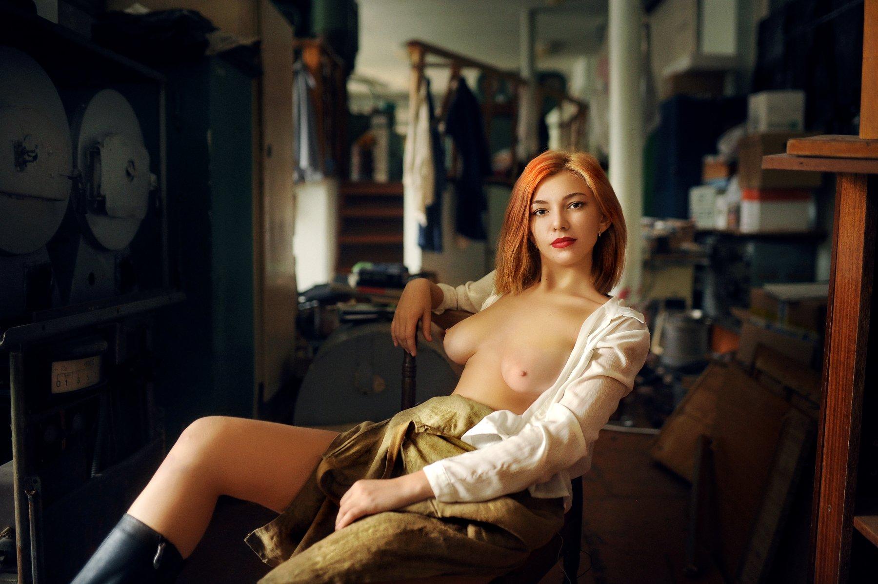 девушка, комната, черный, белый,  печаль ,красота ,грудь, красный,, Лыткин Денис