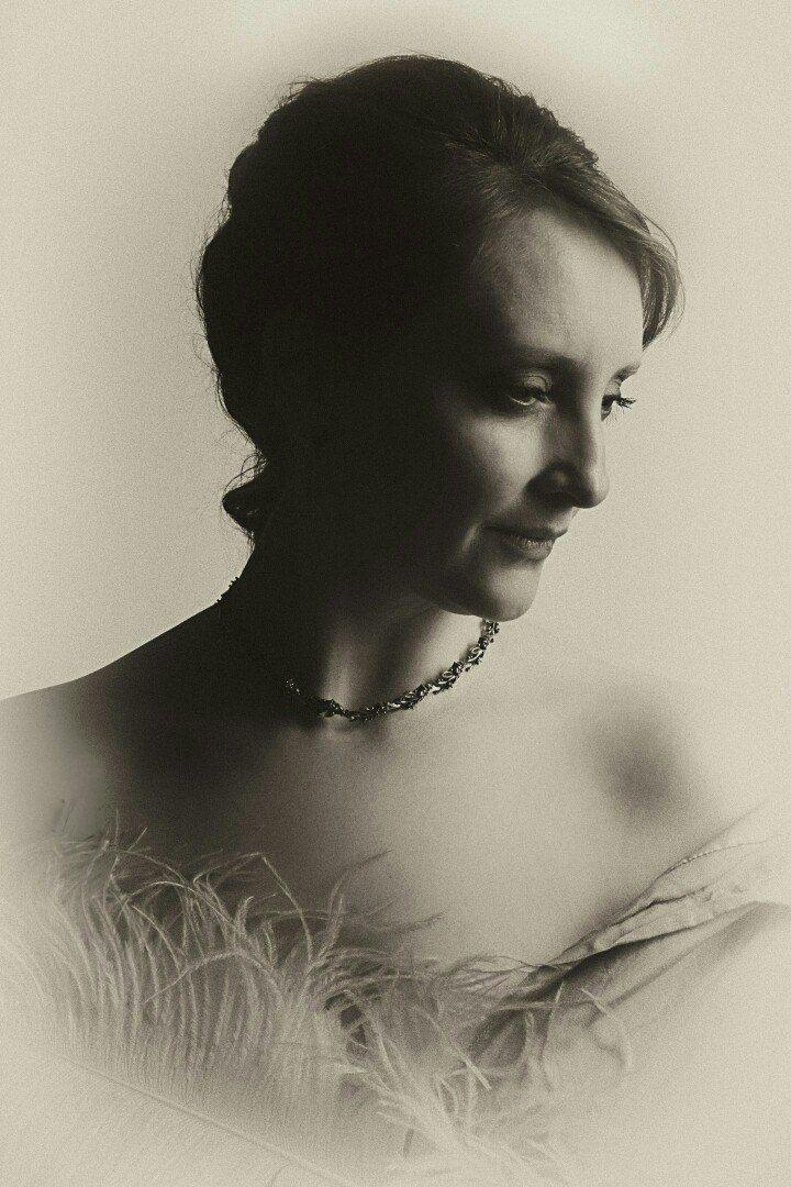 ретро портрет сеппия женщина декольте, Туринский Олег