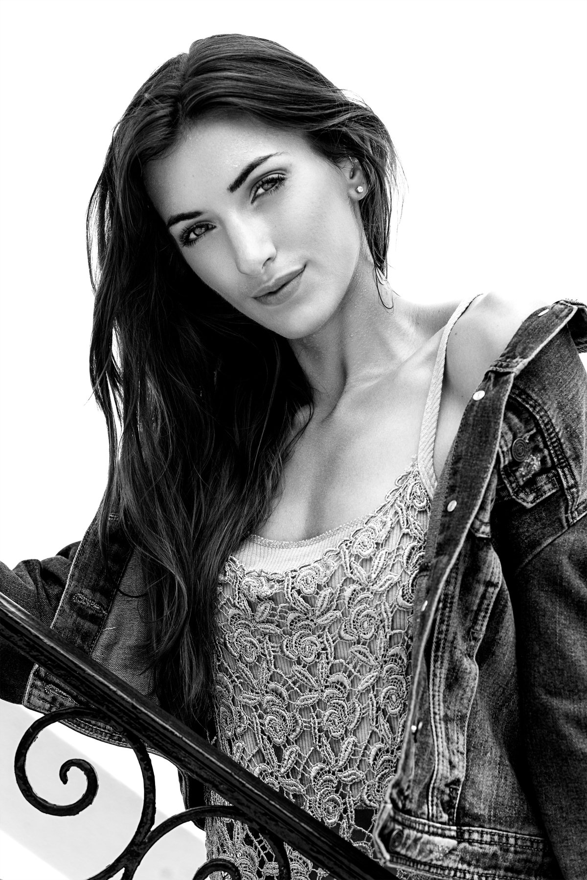 beauty, beauty photographer, model, headshot, closeup, makeup, long hair, eyes, facial, photographer, photography, outdoor, natural light, McGillivray-Birnie Gary