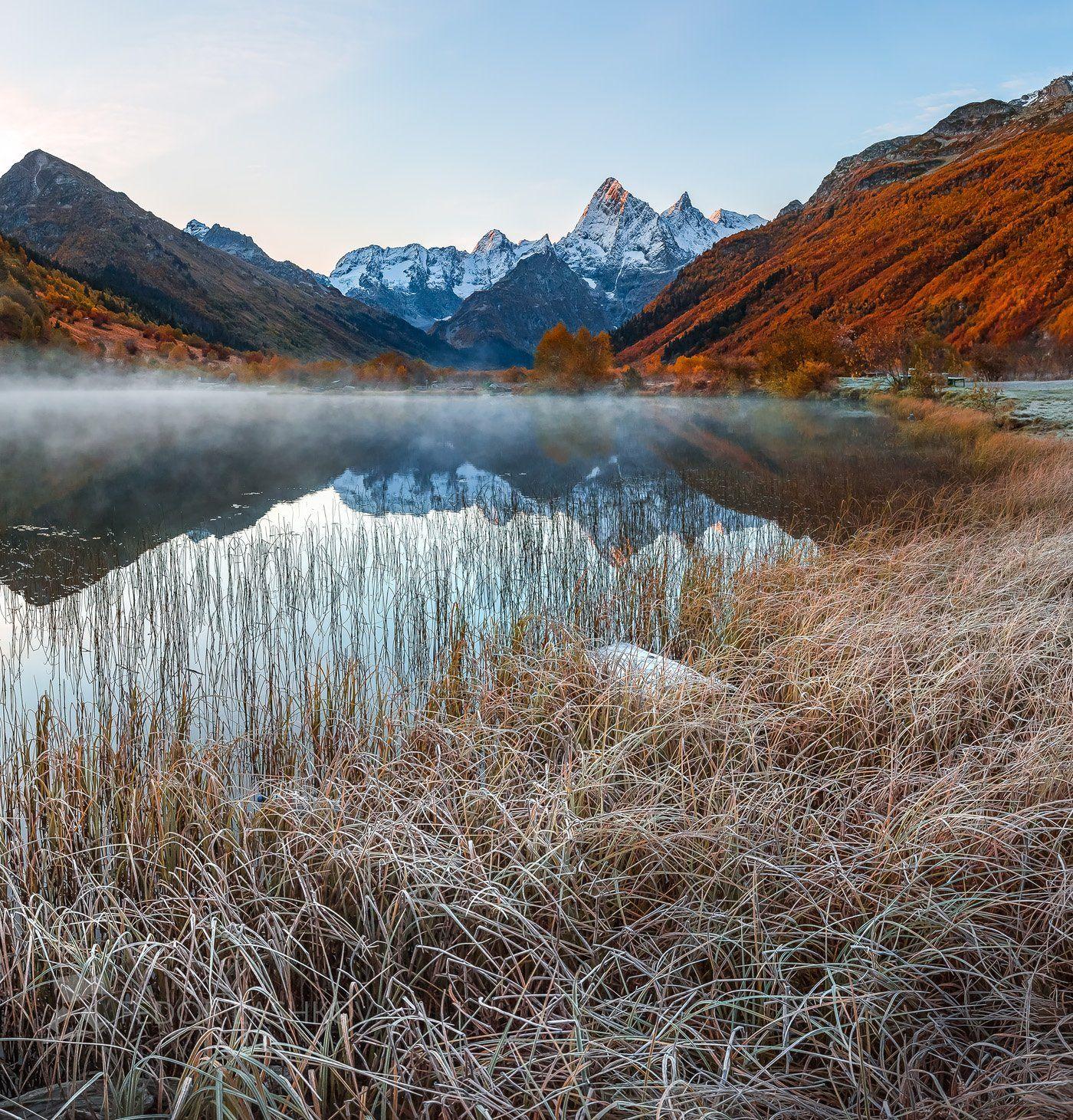 горы, гора, домбай, иней, рассвет, осень, гоначхирском ущелье, туманлы-кель, озеро, водоём, заря, тебердинский государственный природный биосферный заповедник, кавказ, хребет, вершина, трава,, Лашков Фёдор
