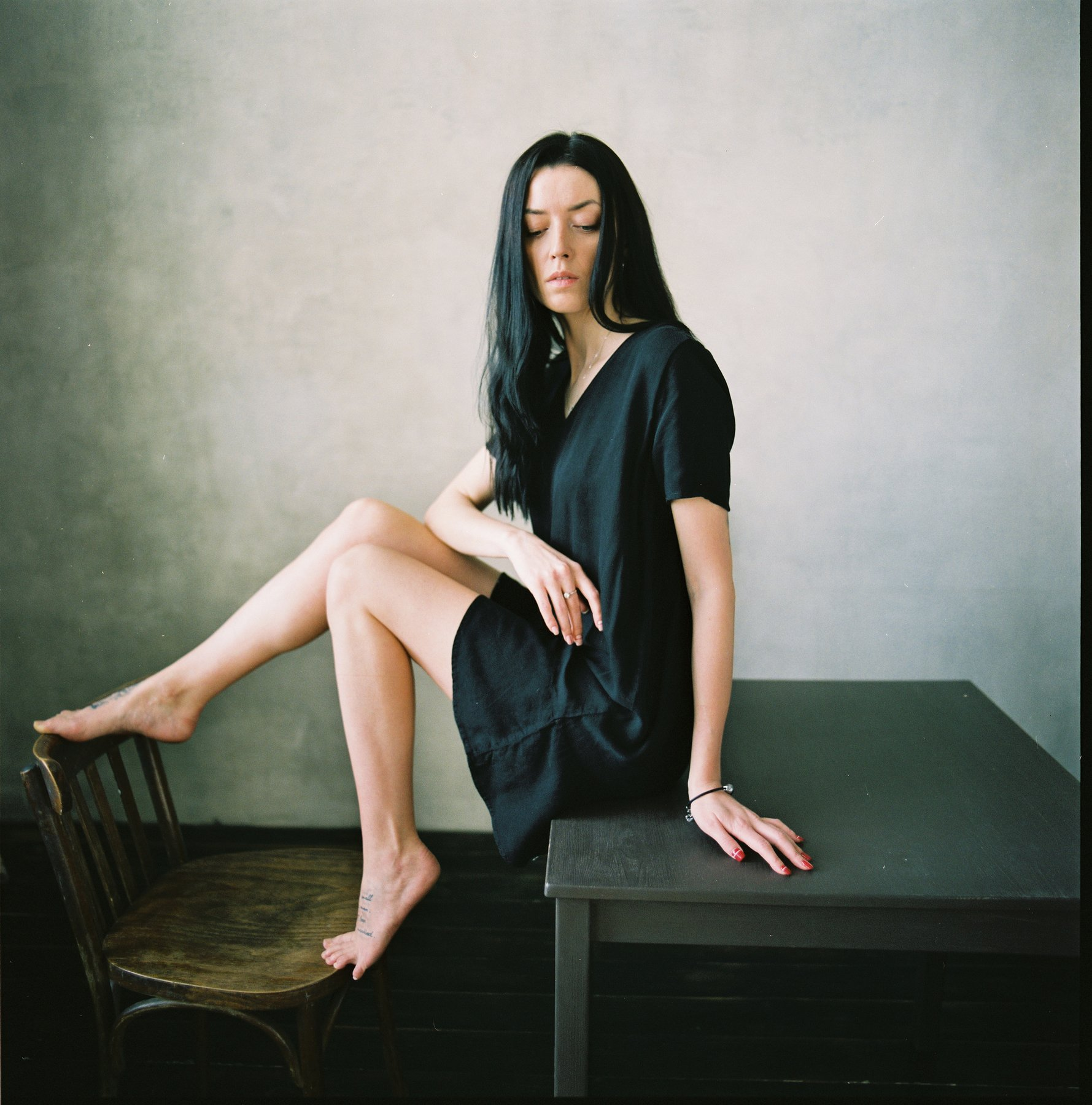 woman, girl, fineart,  portrait,  film,  ishootfilm,  mediumformat,  6x6film,  bronica,  bronicaec,  zenzabronica,  fuji400h,  fuji, color film,  grain,  square, vogue, glamour, beautiful, beauty, legs, hair, classy,, Дмитрий Щекочихин