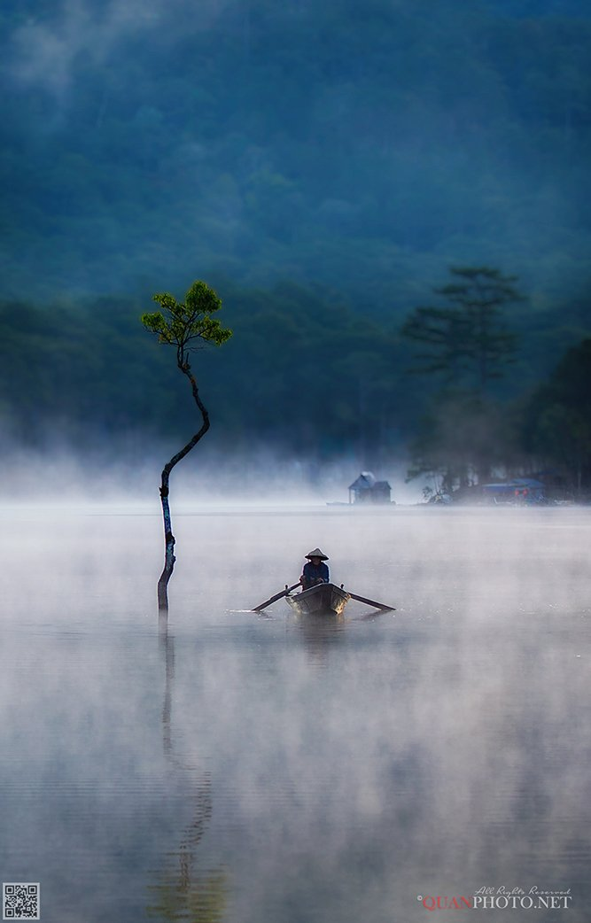 quanphoto, landscape, morning, sunrise, dawn, tree, reflections, fisherman, foggy, boat, plateau, lake, vietnam, quanphoto