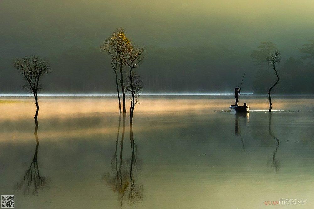 quanphoto, landscape, morning, dawn, fishing, fisherman, lake, reflections, trees, boat, vietnam, quanphoto