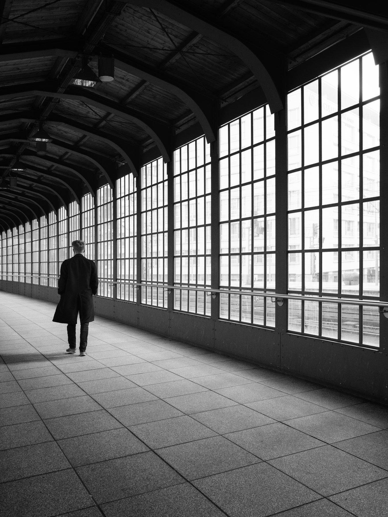 station, men, windows, urban, street, Schönberg Alexander