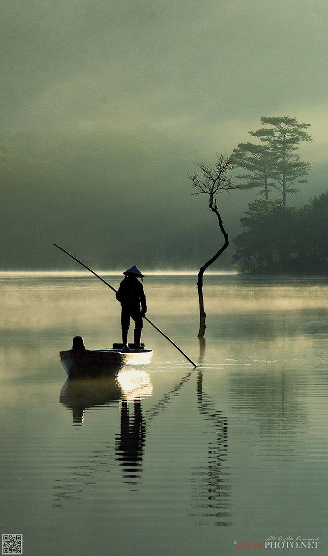 quanphoto, landscape, morning, sunrise, dawn, reflections, lake, fishing, fisherman, boat, trees, misty, vietnam, quanphoto