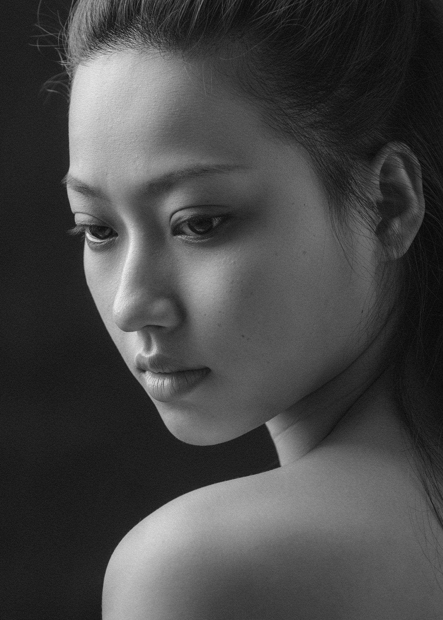 portrait, people, face, studio, dark, light, asian, vietnam, vietnamese, young, attractive, female, girl, black and white, bw, monochrome, Hoang Viet Nguyen