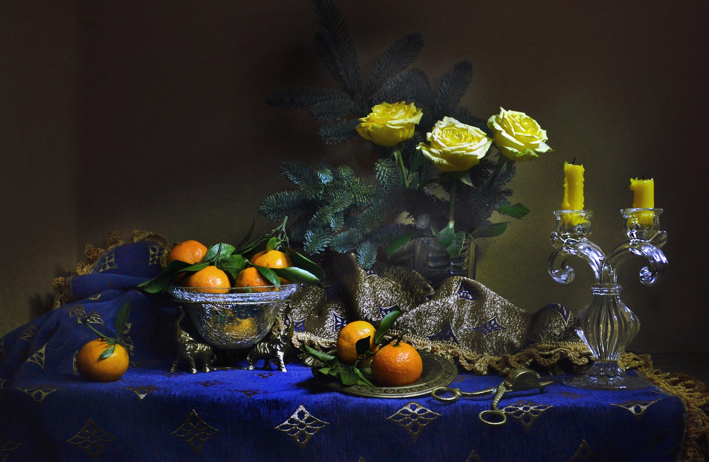 still life,  фото натюрморт,зима, декабрь, мандарины, ёлка, цветы, розы, свечи, подсвечник, настроение, Колова Валентина