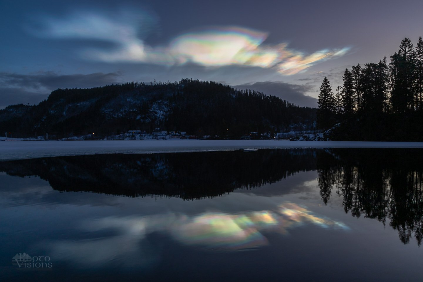 clouds,sky,night,norway,polar stratospheric clouds,reflections,landscape,, Szatewicz Adrian