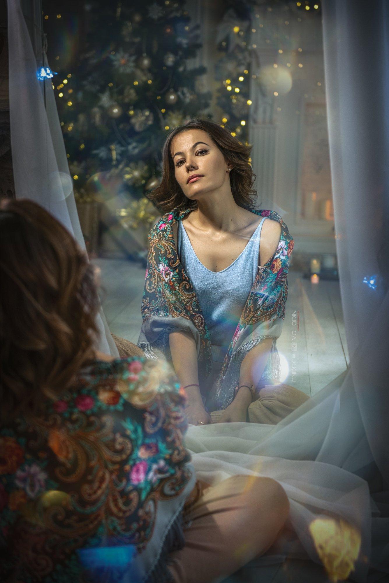 девушка зеркало отражение портрет новый год, Андрей Володин