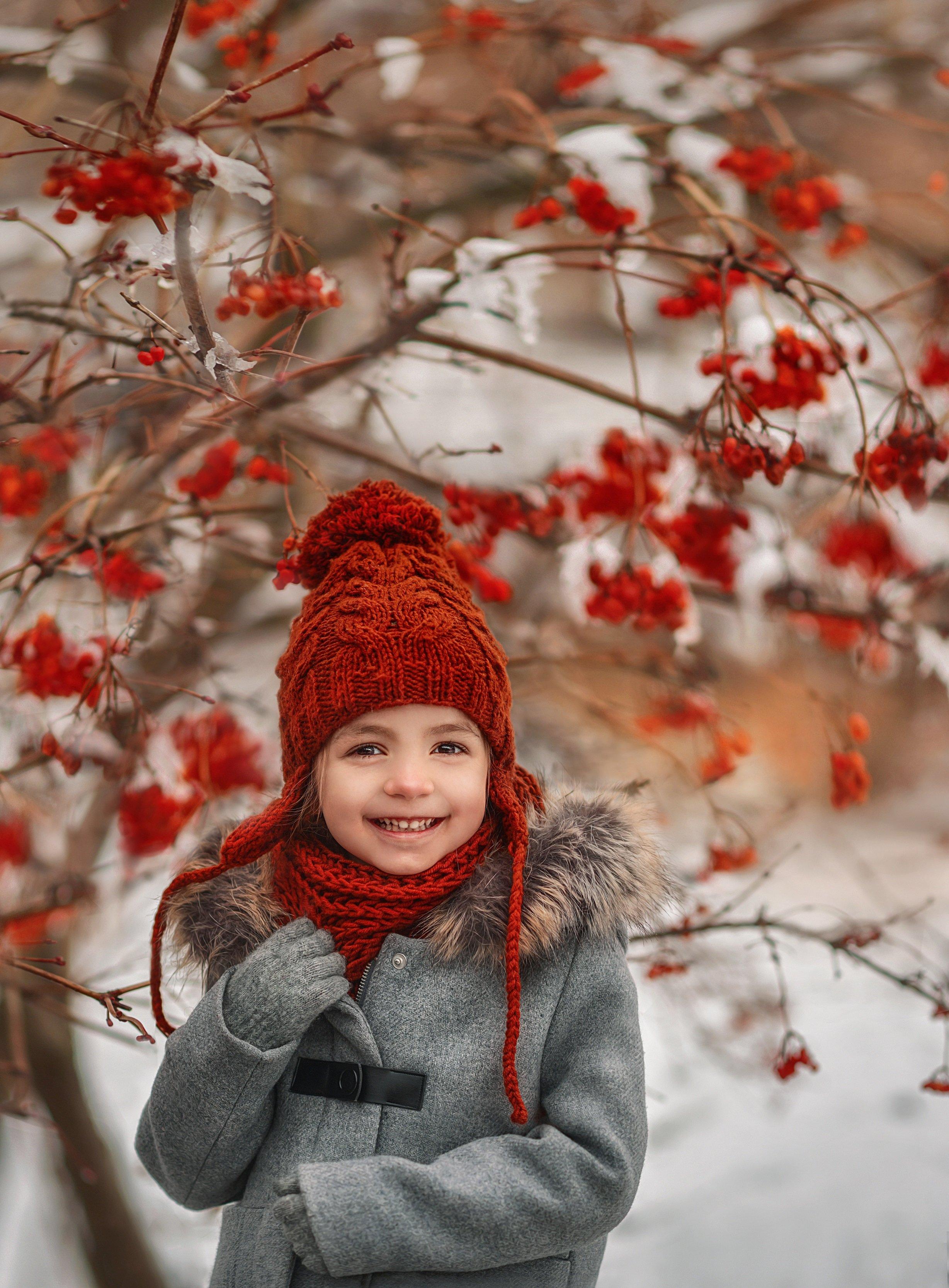 дети,зима, январь.детство,девочка,счастье,детский смех,новый год,рябина ,детский портрет,, Ilona