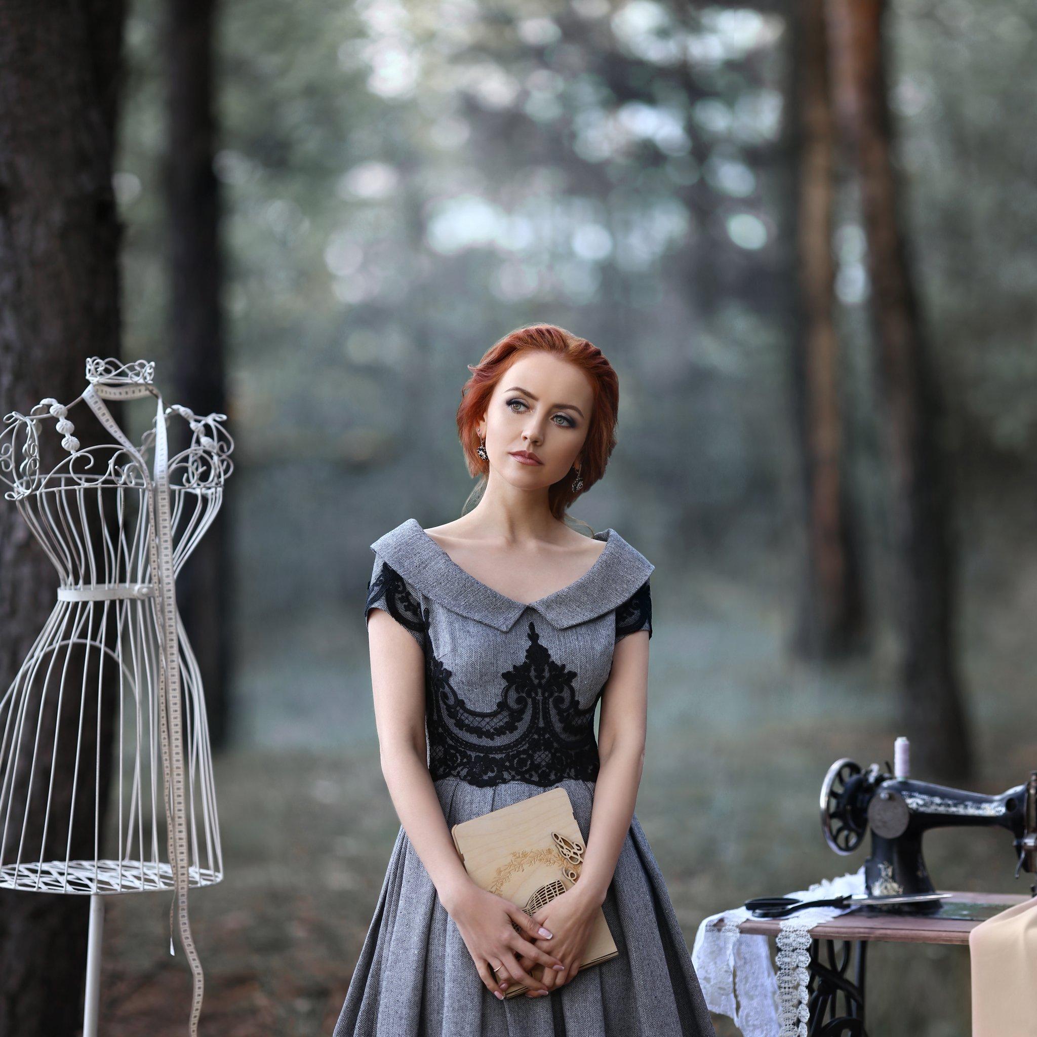 серый, манекен, сантиметровая лента, швейная машинка, рождение идеи, дизайнер, дизайнер одежды, женское платье, Голубятникова Ирина
