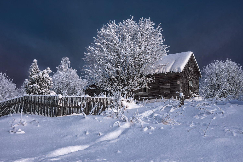 зима, деревня, иней, снег, деревья, кусты, тропинка, дом, забор, трава, Вера Ра