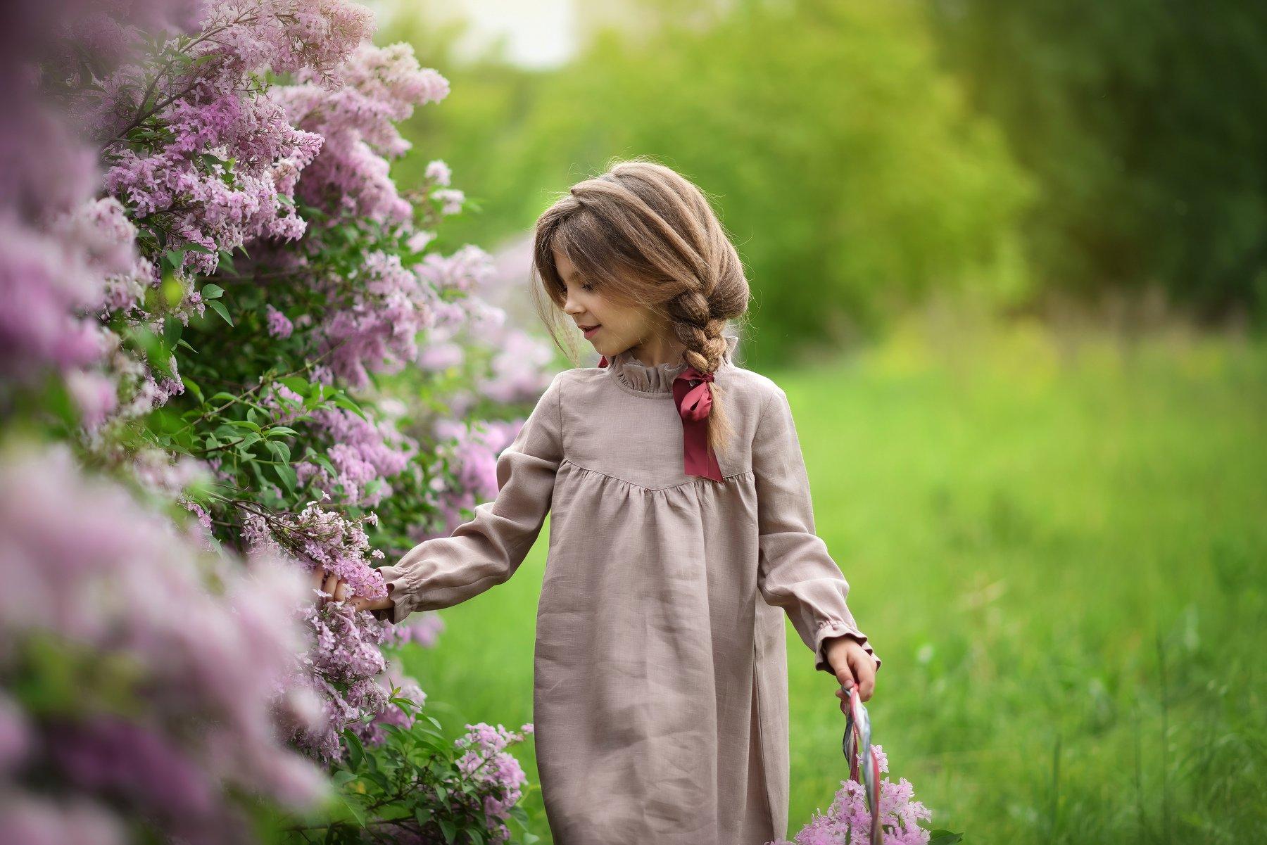 детская фотография портрет лето цветение сирень, Мейо Виктория