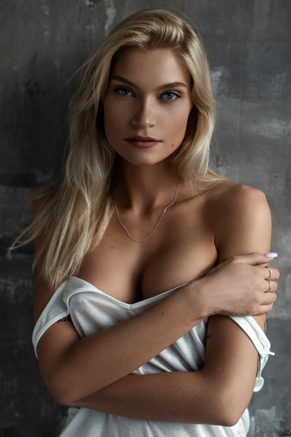 portrait, girl, natural light, people, blonde, sensual, femme, look, eyes, retoucher, beauty, Masoit Tomas