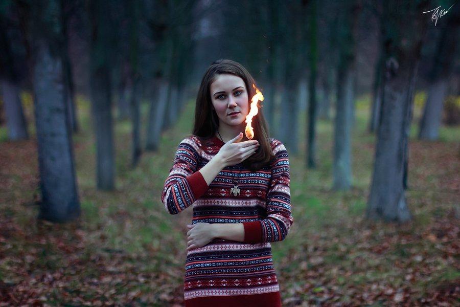 fire, carrier, girl, trees, wood, forrest, coat, девушка, огонь, лес, осень, autumn, магия, magic, Толоконников Максим
