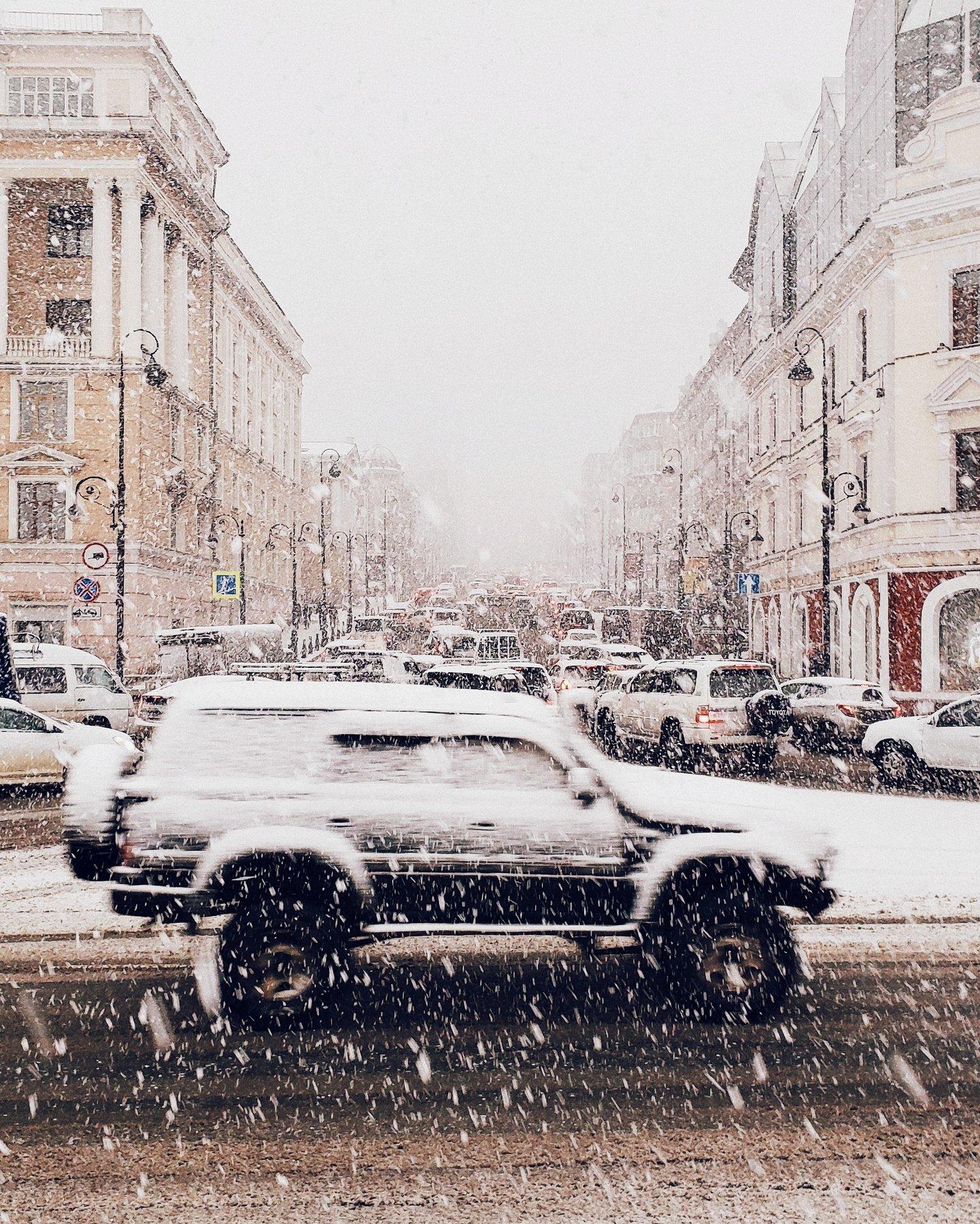 владивосток, приморье, машина, автомобиль, снегопад, снег, город, движение, перекресток, погода, веснв, Антон Блохин