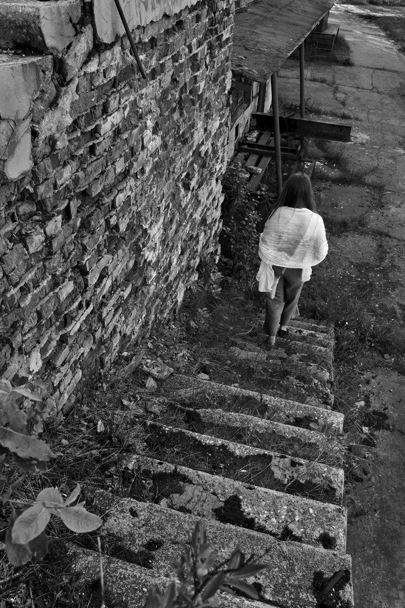 девушка, город, лестница, чб, апатиты, Николай Смоляк