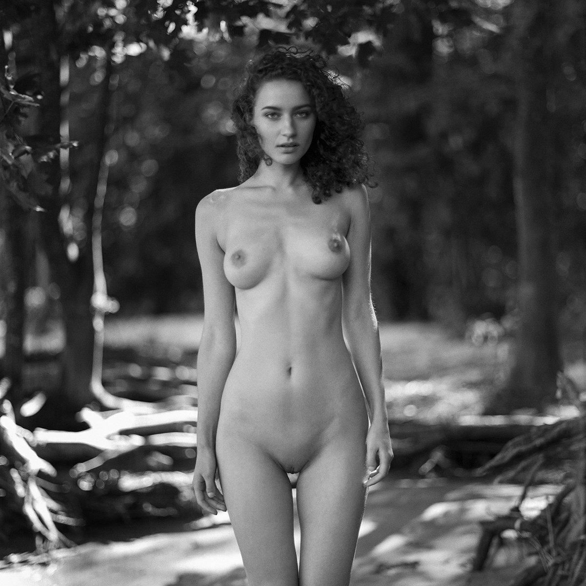 akt, nude, analog, women, topless, fineart, hasselblad, 6x6, bw,, NinoVeron
