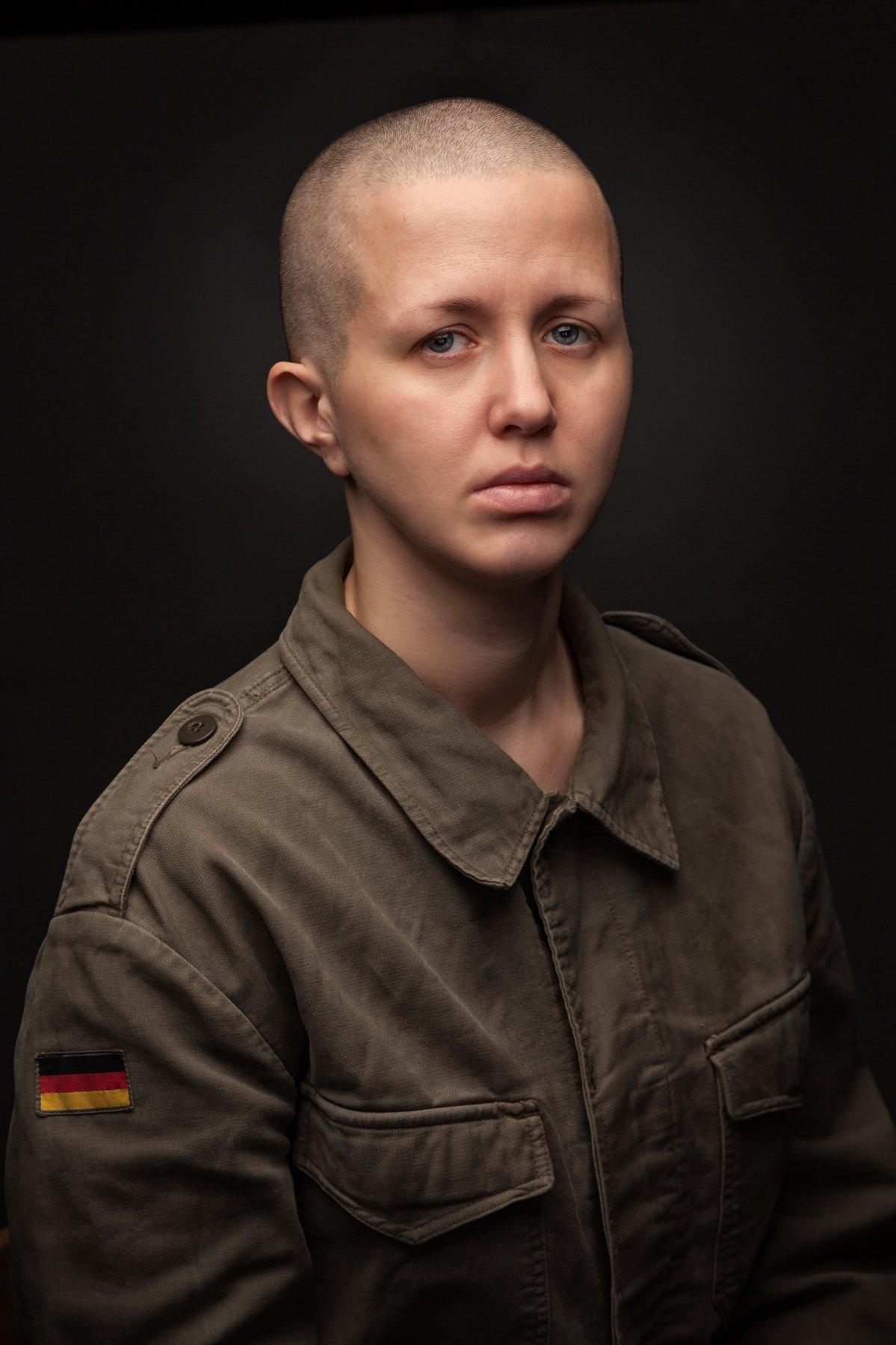 солдат лысый портрет девушка, Шипов Олег