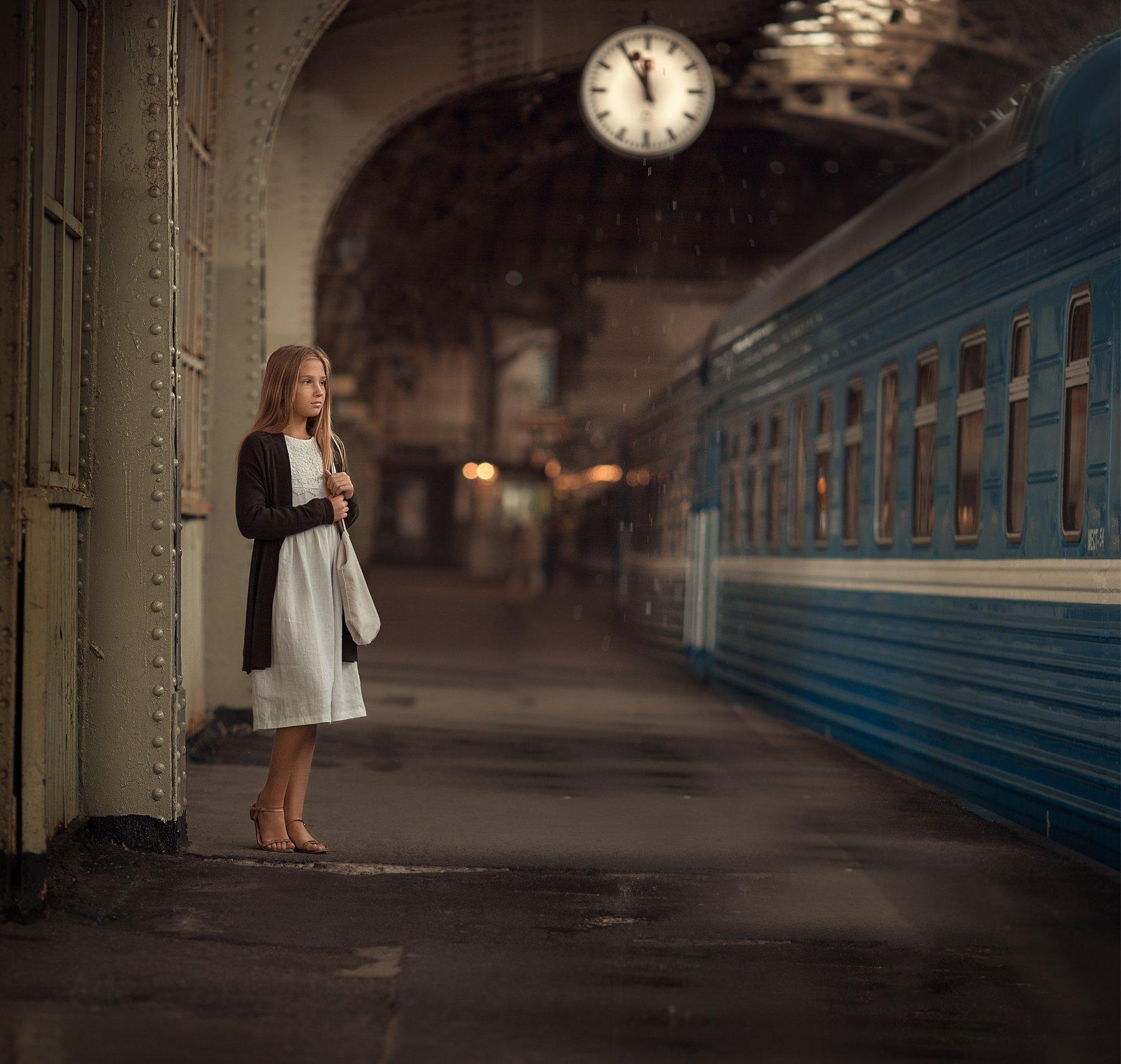 Вокзал, встреча, поезд, девочка, Людмила Бобровская