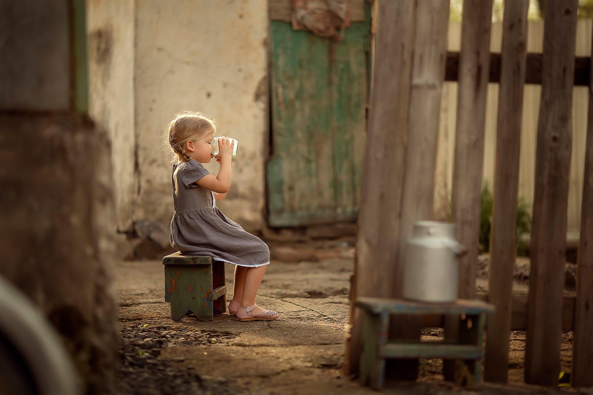 молоко девочка деревня бидон, Екатерина Белоножкина