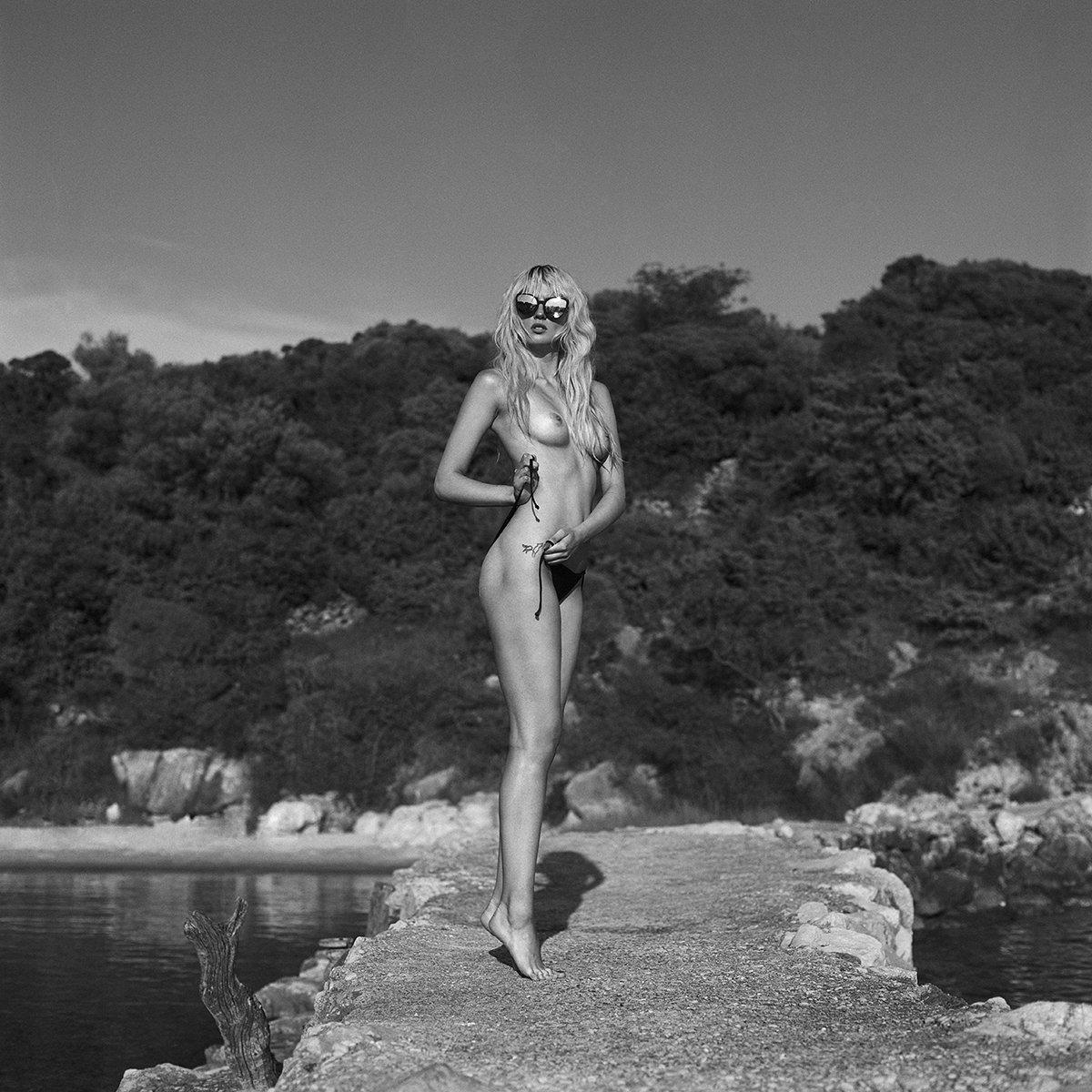 akt, nude, analog, women, topless, fineart, hasselblad, bw, 6x6,, NinoVeron