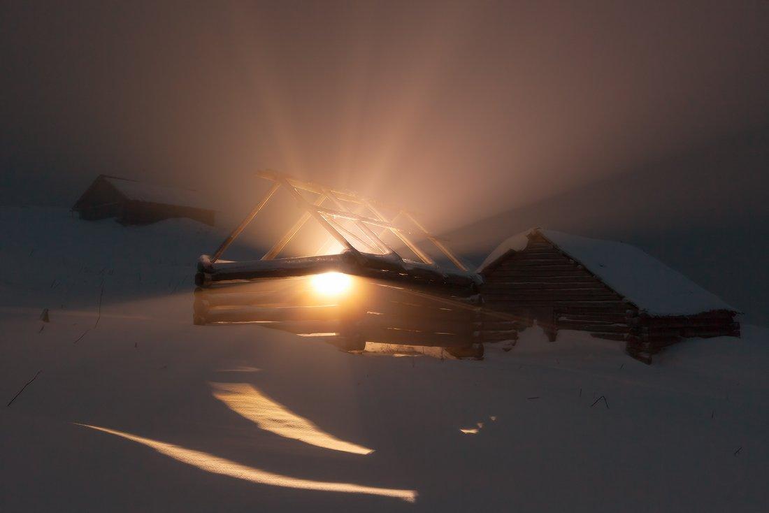 колиба, свет, лучи, карпаты, горы, зима, туман, Jaremi