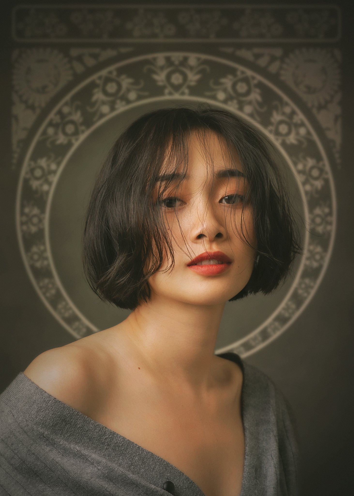 portrait, female, woman, girl, asian, vietnam, vietnamese, young, face, beauty, glamour, studio, eyes, short hair, hairstyle. staged, classic, nouveau, Hoang Viet Nguyen