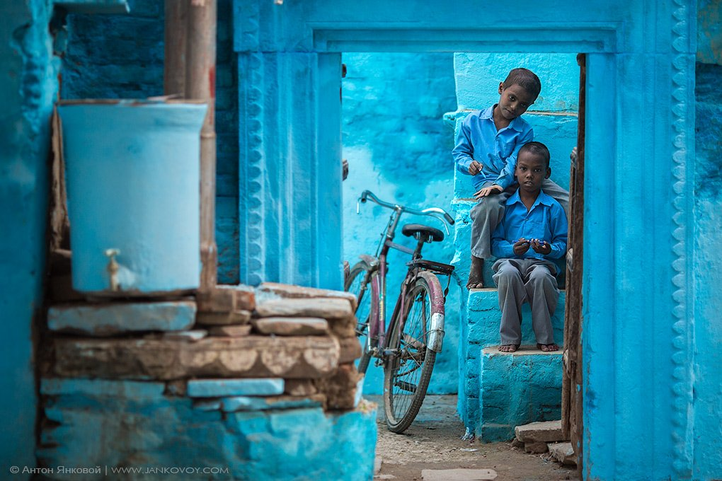 city, bicycle, дети, город, велосипед, streets, улицы, childrens, варанаси, уттар прадеш, india, varanasi, uttar pradesh, индия, Антон Янковой (www.photo-travel.com.ua)