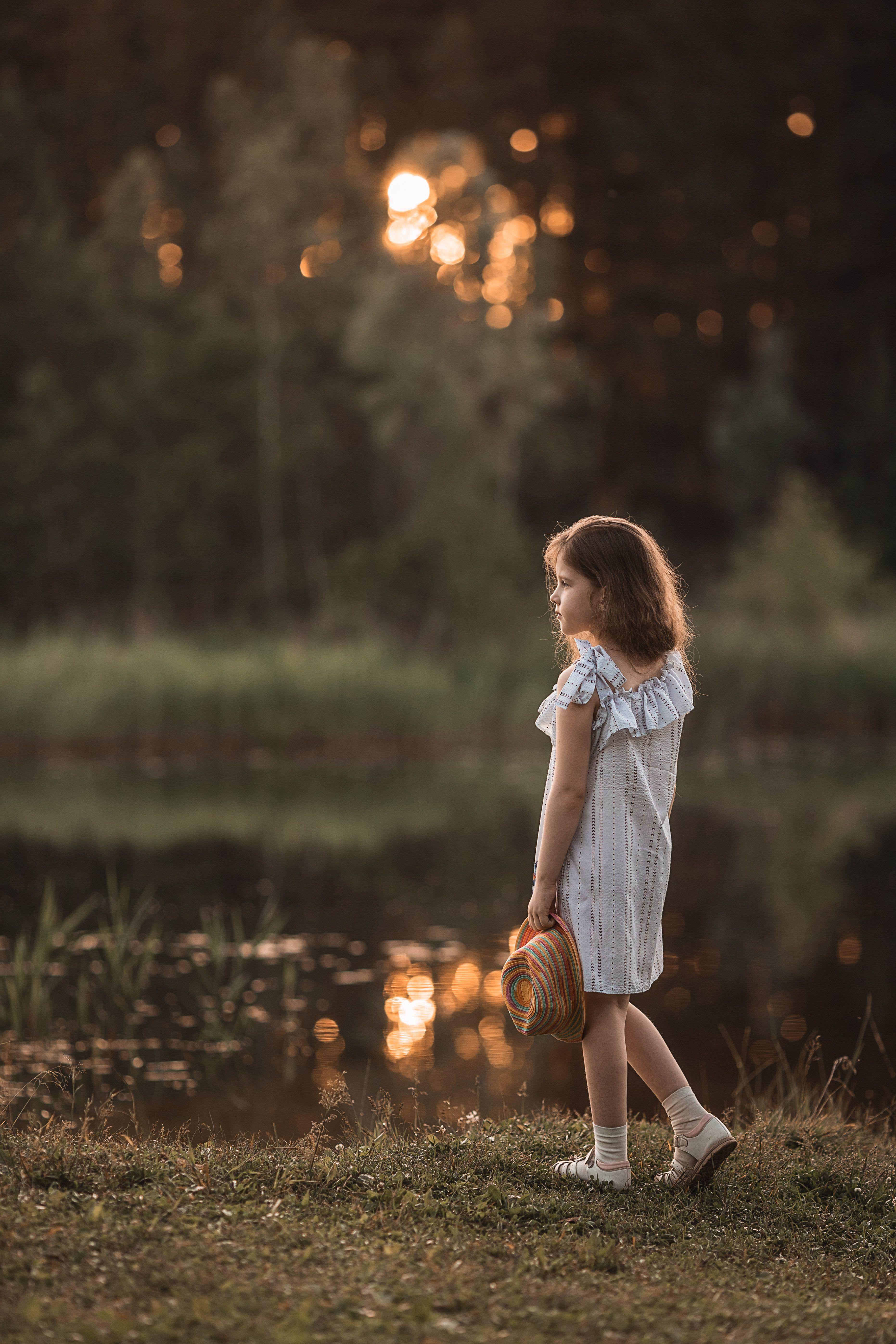 девочка, фотосессия, лето, прогулка, репортаж, little girl, summer, portrait, портрет, закат, sunset, пруд, pond, вода, water, счастье, happy, Васильев Владимир