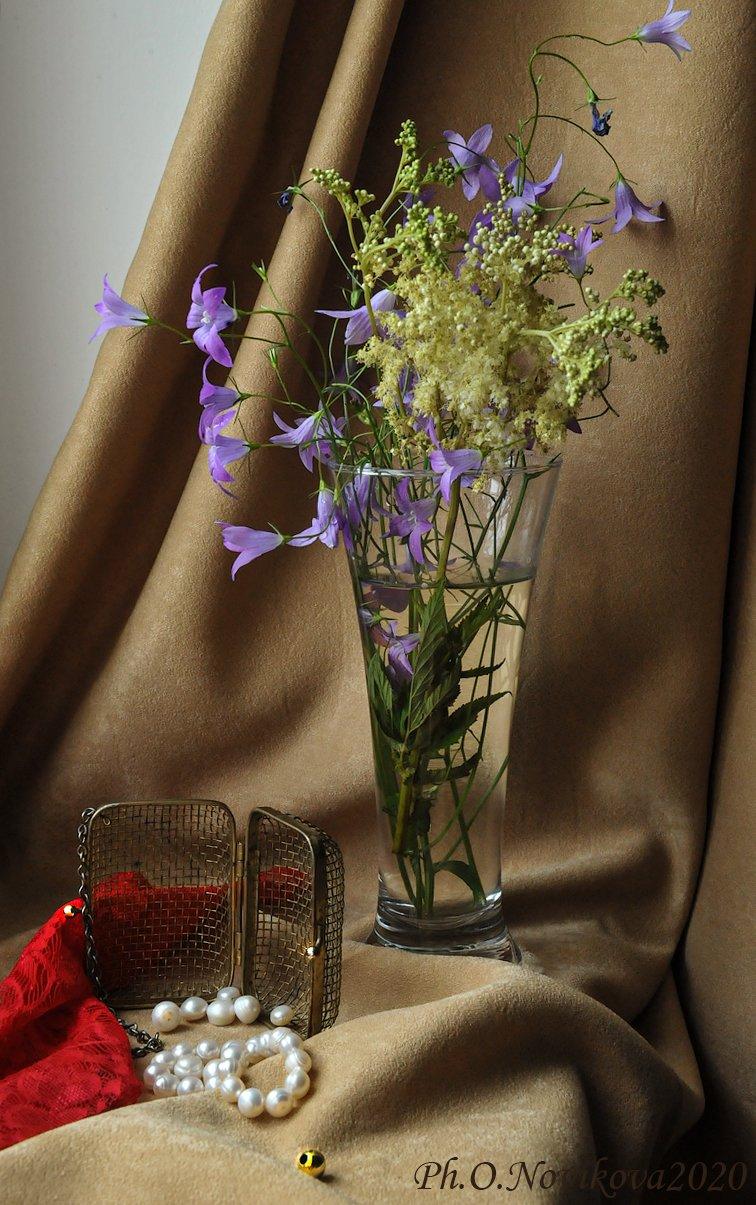 цветы,бокал,жемчуг,штора, Novikova Olga