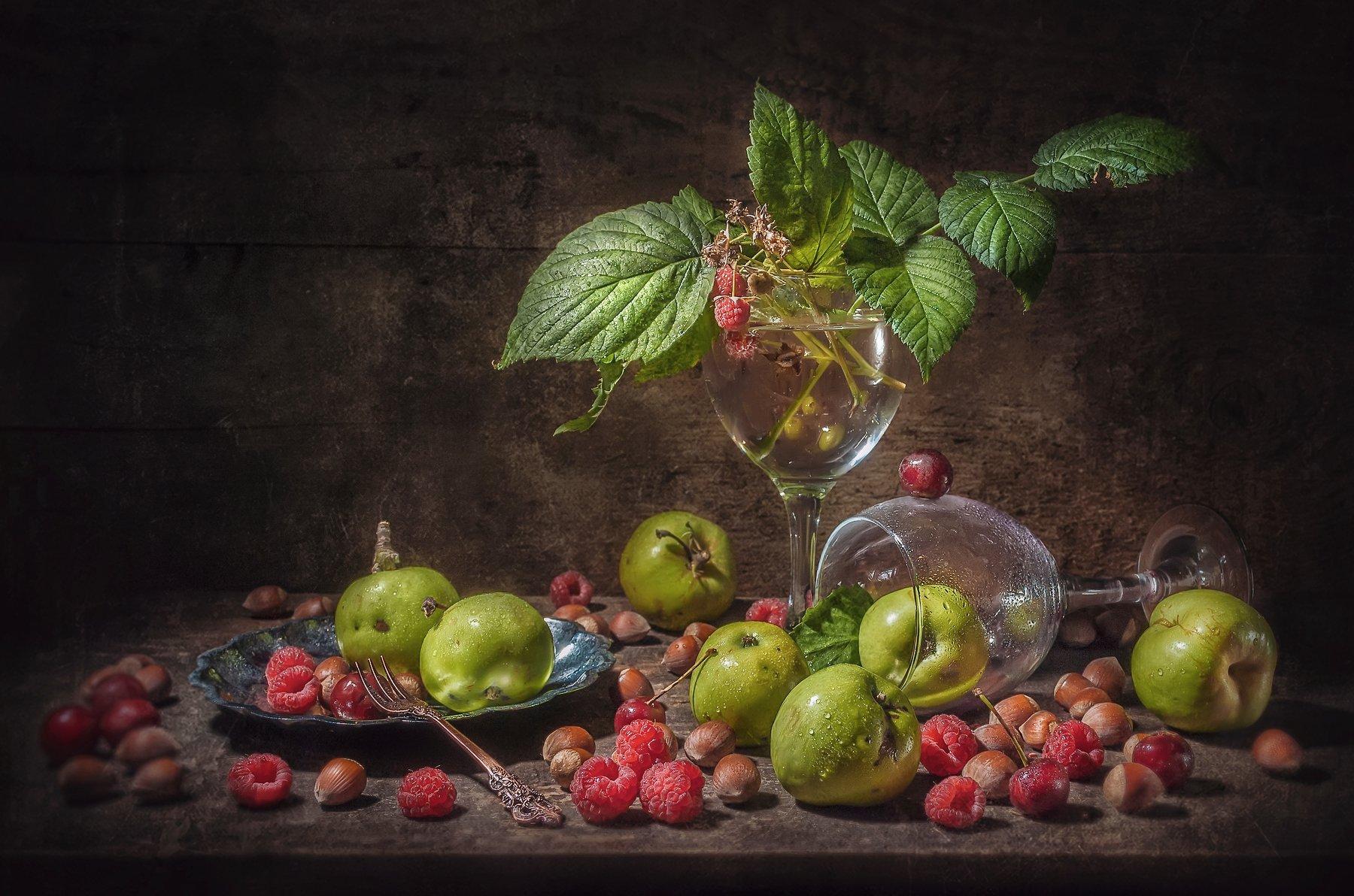 яблоки,малина,орехи,лето,бокал,листья, Володин Владимир