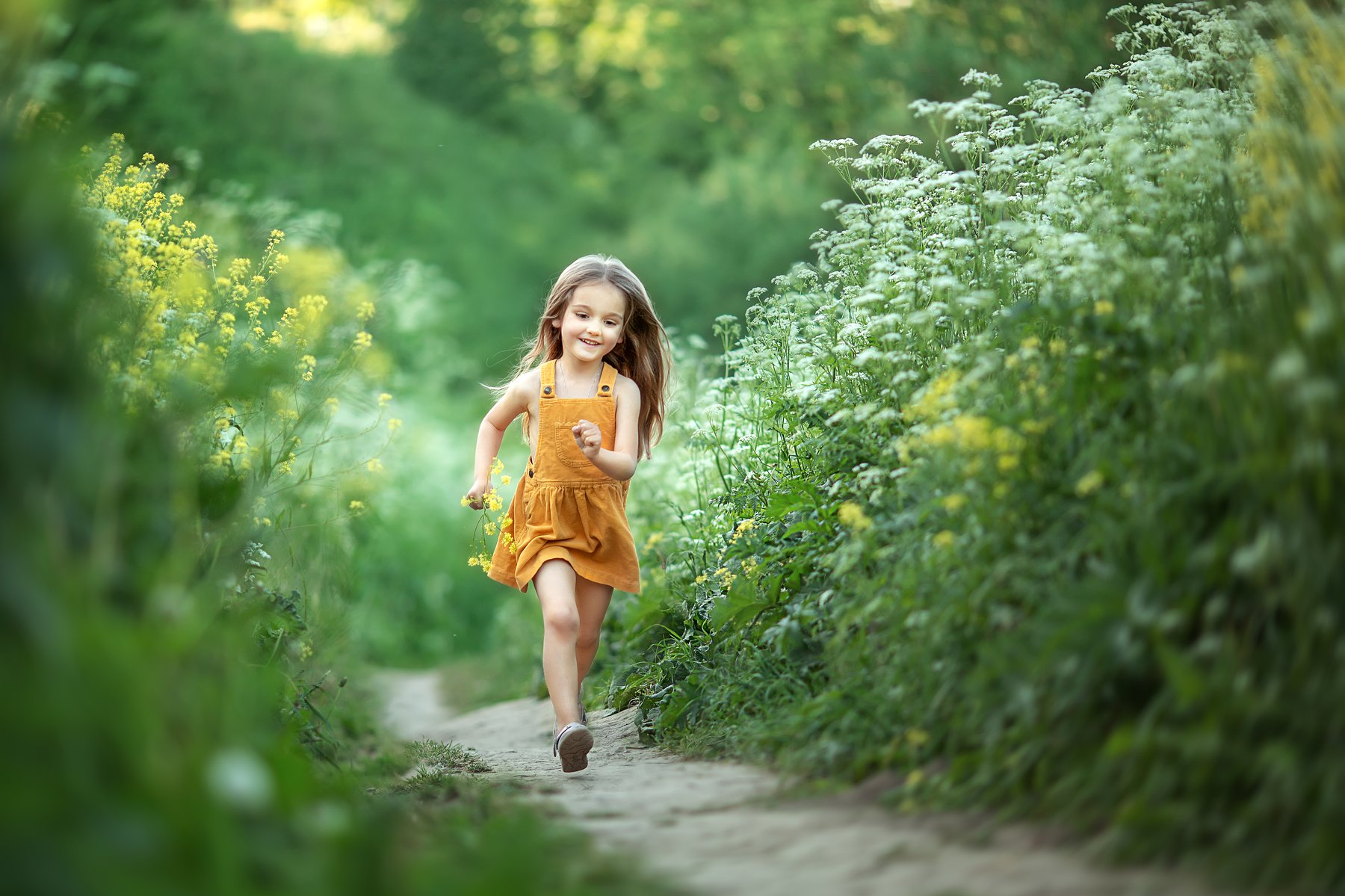 девочка, дорога, цветы, радость, зелень, Бобровская Людмила