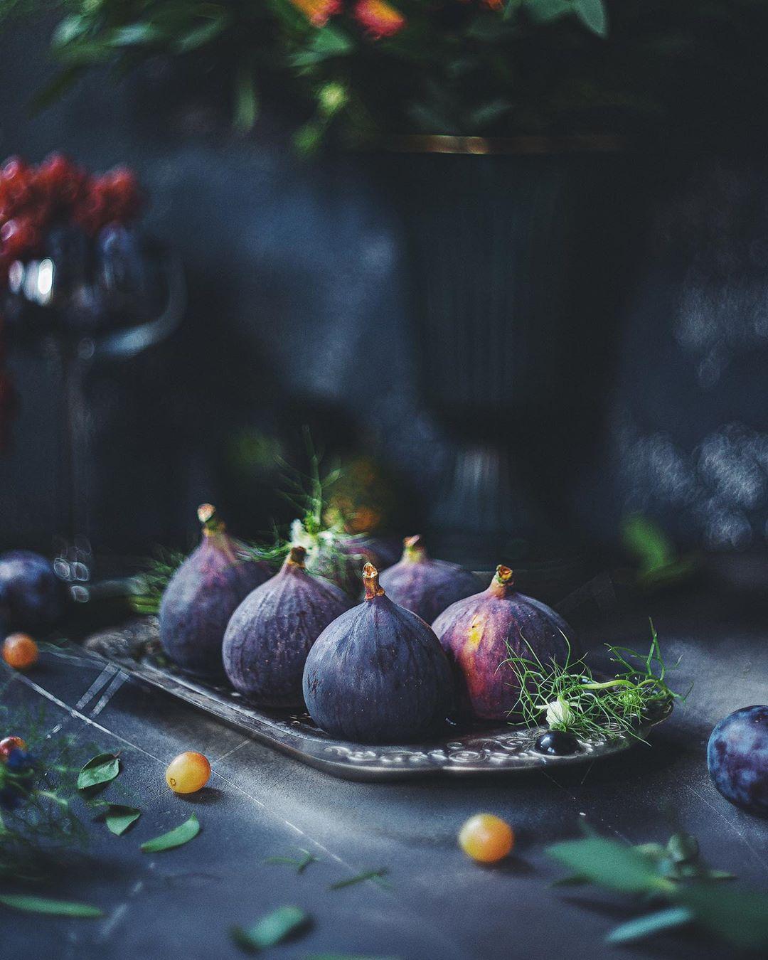 натюрморт, инжир, темный ключ, фиолетовый, Зубкова Анастасия