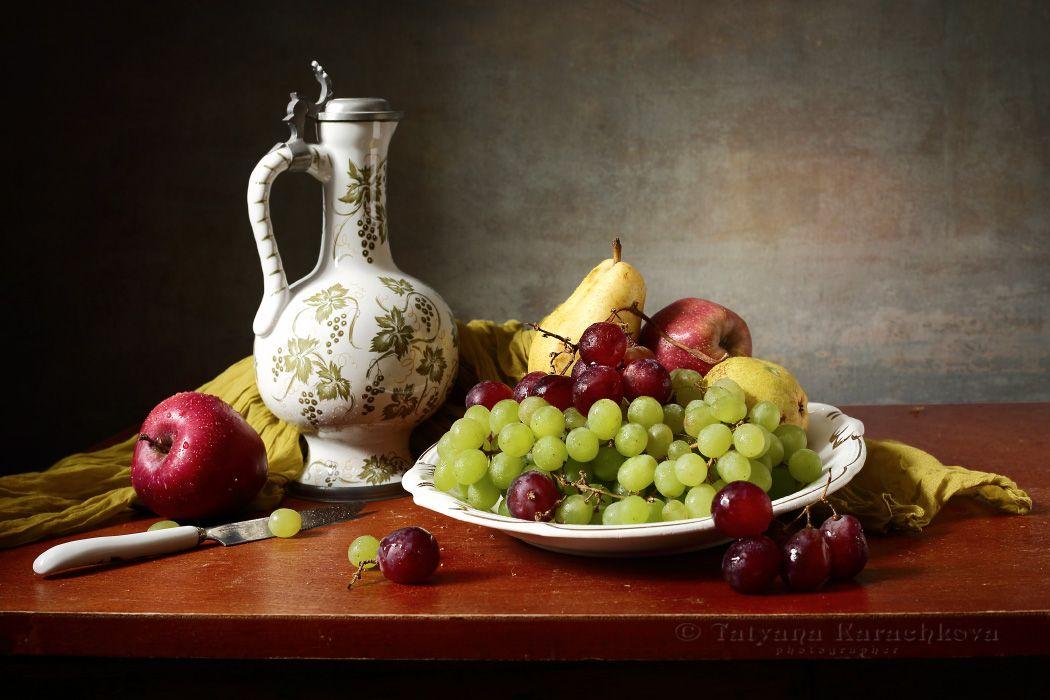 Вариации с красным виноградом и посудой Карачкова Татьяна