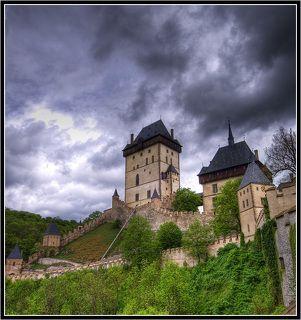 Замок Карлштейн, 28км от Праги, резиденция основателя Чехии, Карла I За всю историю существования замка, ни разу не была захвачена самая высокая башня, толщина стен 4 метра!
