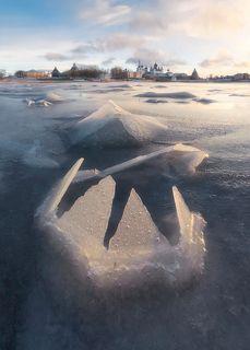 Первый лед в бухте Благополучия. Соловки.
