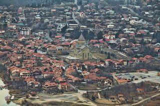 Светицховели - кафедральный патриарший храм Грузинской православной церкви в Мцхете, который на протяжении тысячелетия являлся главным собором всей Грузии. Храм в современном виде существует с 1010 года.