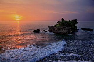 Бали. Храм Танах Лот на закате