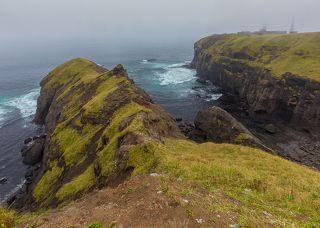 Когда с севера приходит густой туман, в нем тонет не только маяк, но и почти весь остров. Заказник \