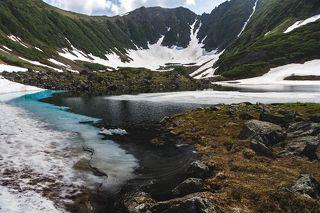 Самое живописное озера, Некоторые даже умудрились искупаться в нем, не смотря на снег